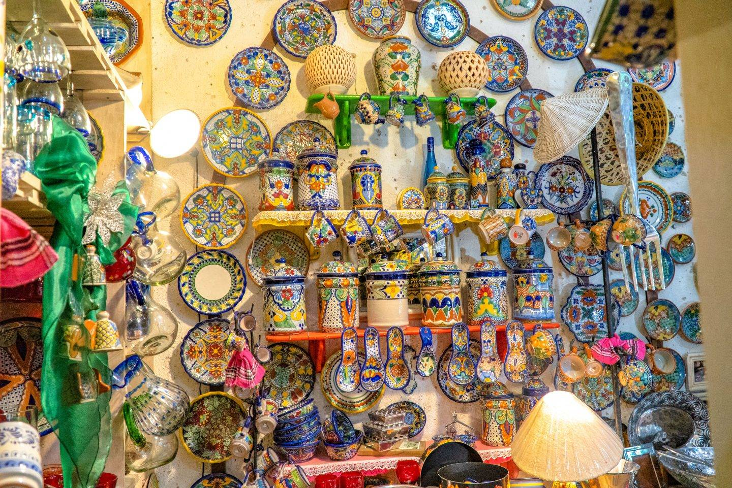 Siete Detalles – The owner obtains her merchandise from all over Mexico. In fact, I've got a set of her dishes in my home.